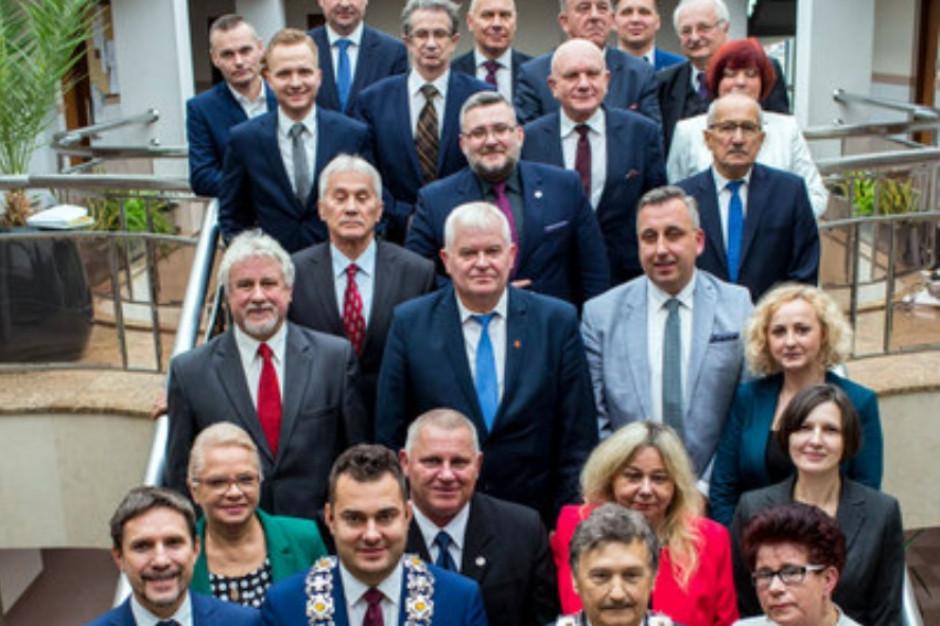 Łomża: Rada miasta nadal bez wiceprzewodniczących