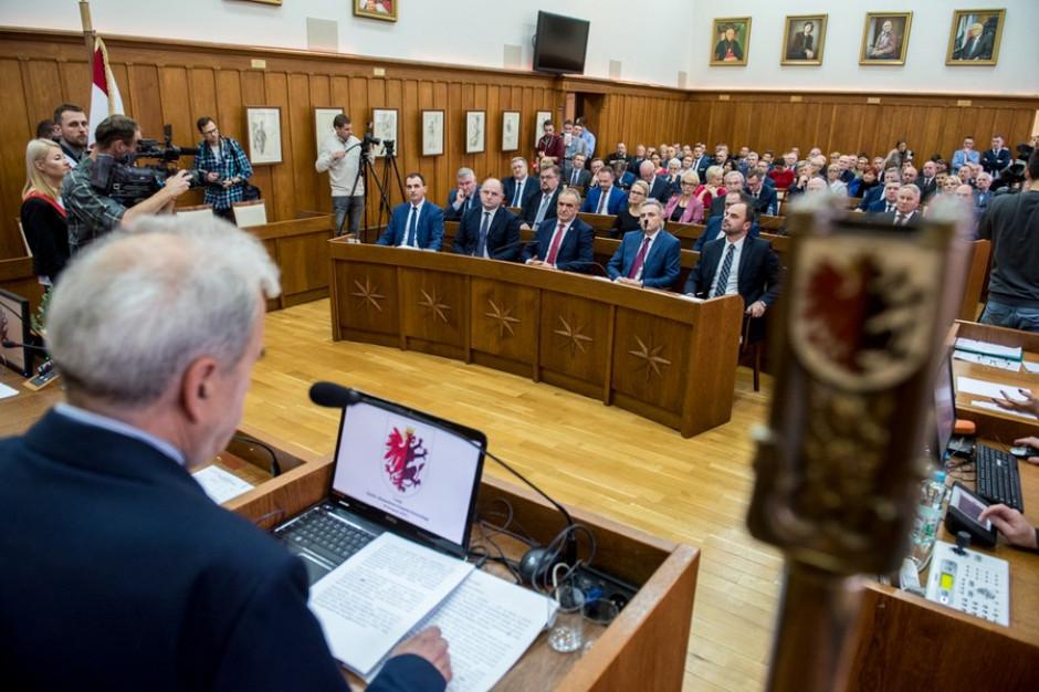 Wybory samorządowe: po osiem sejmików dla PiS i KO