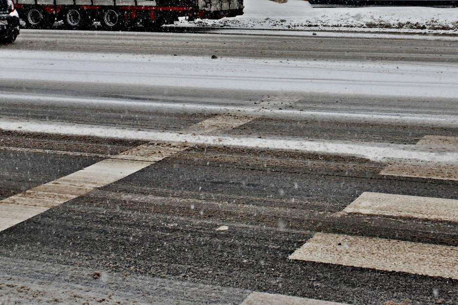 GDDKiA: Utrudnienia na drogach. 161 odśnieżarek wyjechało na ulice