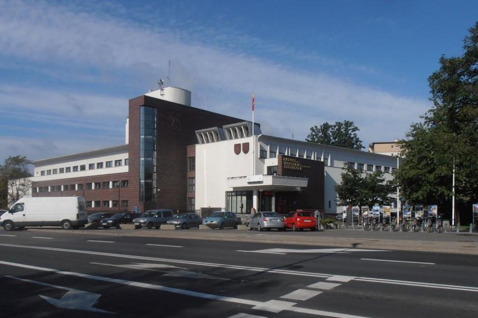 Warszawska dzielnica nie ma gruntów pod budowę szkół. Znalazła sposób, by mieć je za darmo