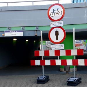 Zakaz ruchu pieszego dotyczy też podziemnego przejścia na rondzie im. gen. Jerzego Ziętka (wyjście D, kierunek Spodek). (fot. Aneta Kaczmarek/PTWP)