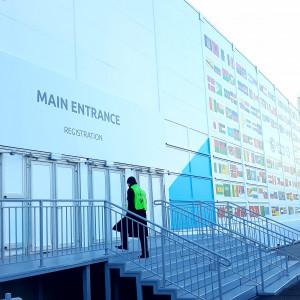 W związku ze zbliżającym się wydarzeniem w Katowicach powstało kilka nowych obiektów, m.in. na placu tuż przed samym Spodkiem. Budowa tymczasowych powierzchni konferencyjnych rozpoczęła się 1 października.   Będą z nich korzystać uczestnicy szczytu klimatycznego COP24. W sumie powstało na ten cel ponad 40 tysięcy metrów kwadratowych dodatkowej powierzchni konferencyjnej. (fot. Aneta Kaczmarek/PTWP)