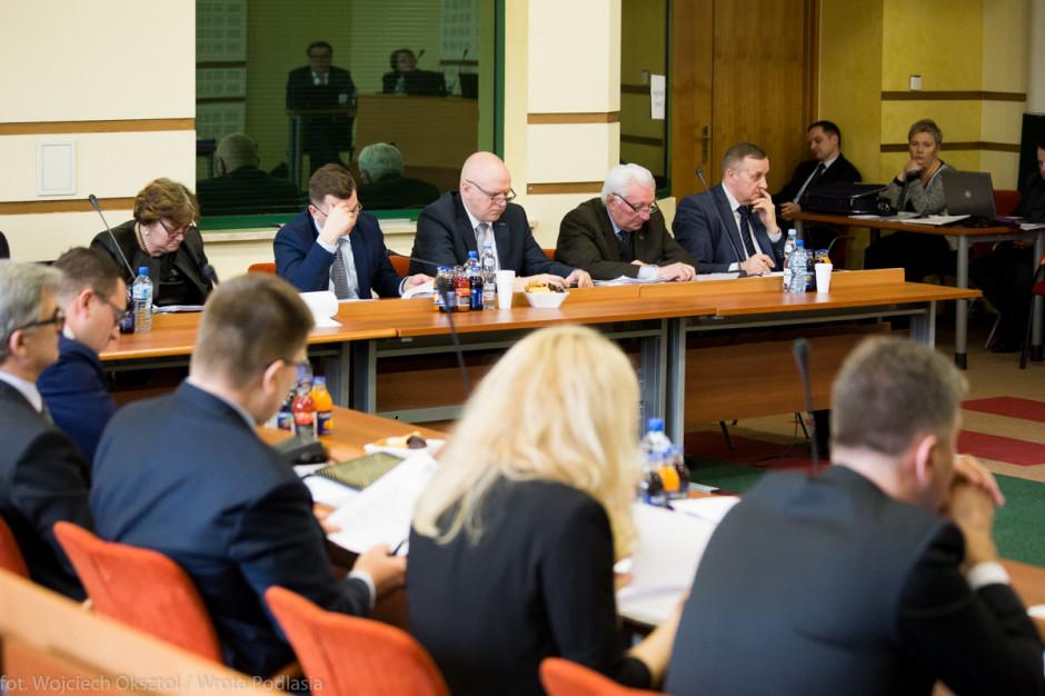 Podlaskie i warmińsko-mazurskie: Bez zarządu, bez prezydium sejmiku. Kompromitacja, czy cena kompromisów?