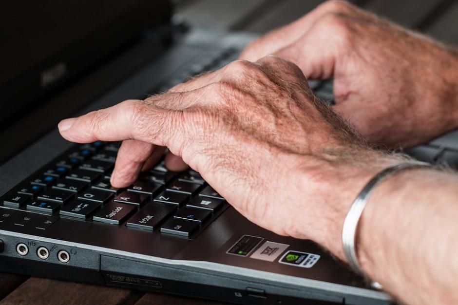 Ruszył program dofinansowujący projekty aktywizujące osoby starsze