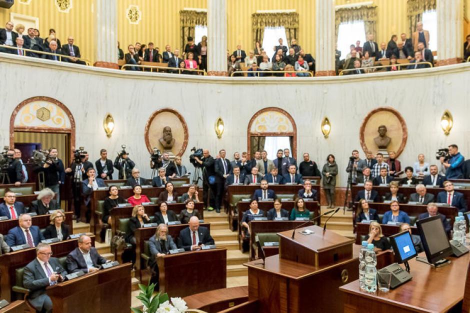 Śląskie: sejmik wybrał składy komisji, KO bez stanowisk w ich prezydiach