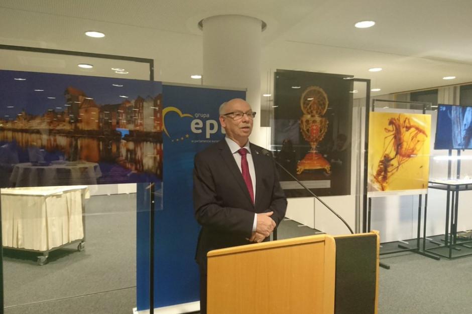 Otwarto wystawę o polskim bursztynie w Brukseli
