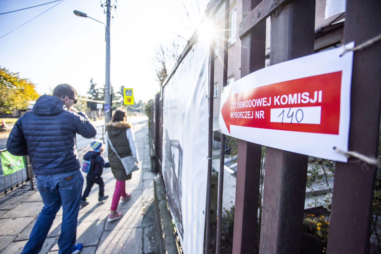 78 proc. Polaków jest zdecydowanie lub raczej zadowolonych z wyników wyborów do rady miasta lub gminy (fot. PTWP)