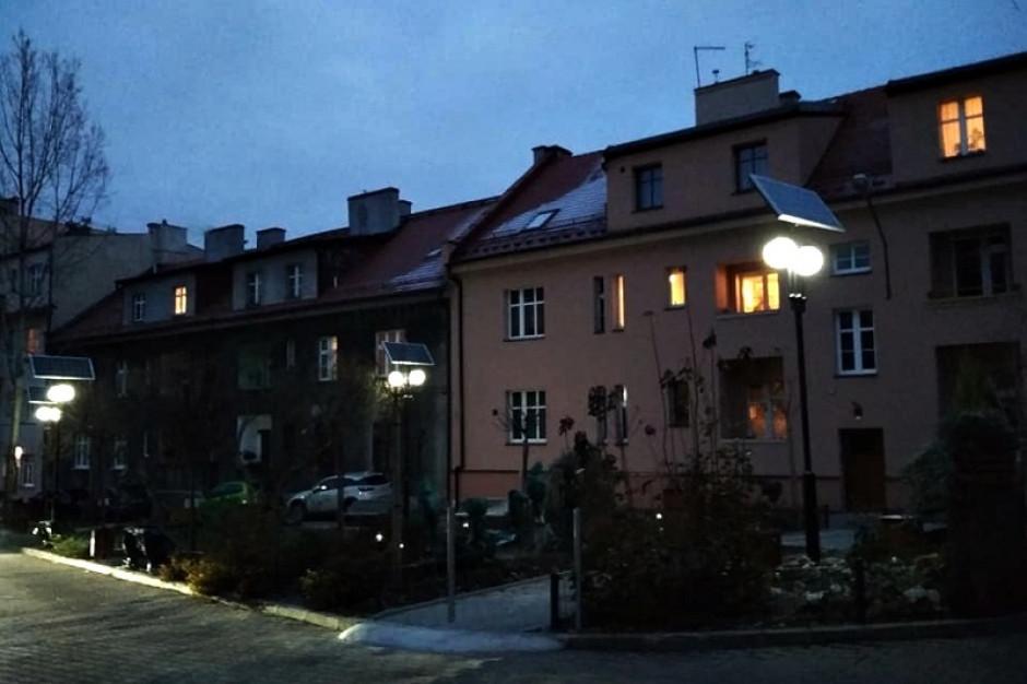 Katowice testują lampy solarne. Zima im nie przeszkadza