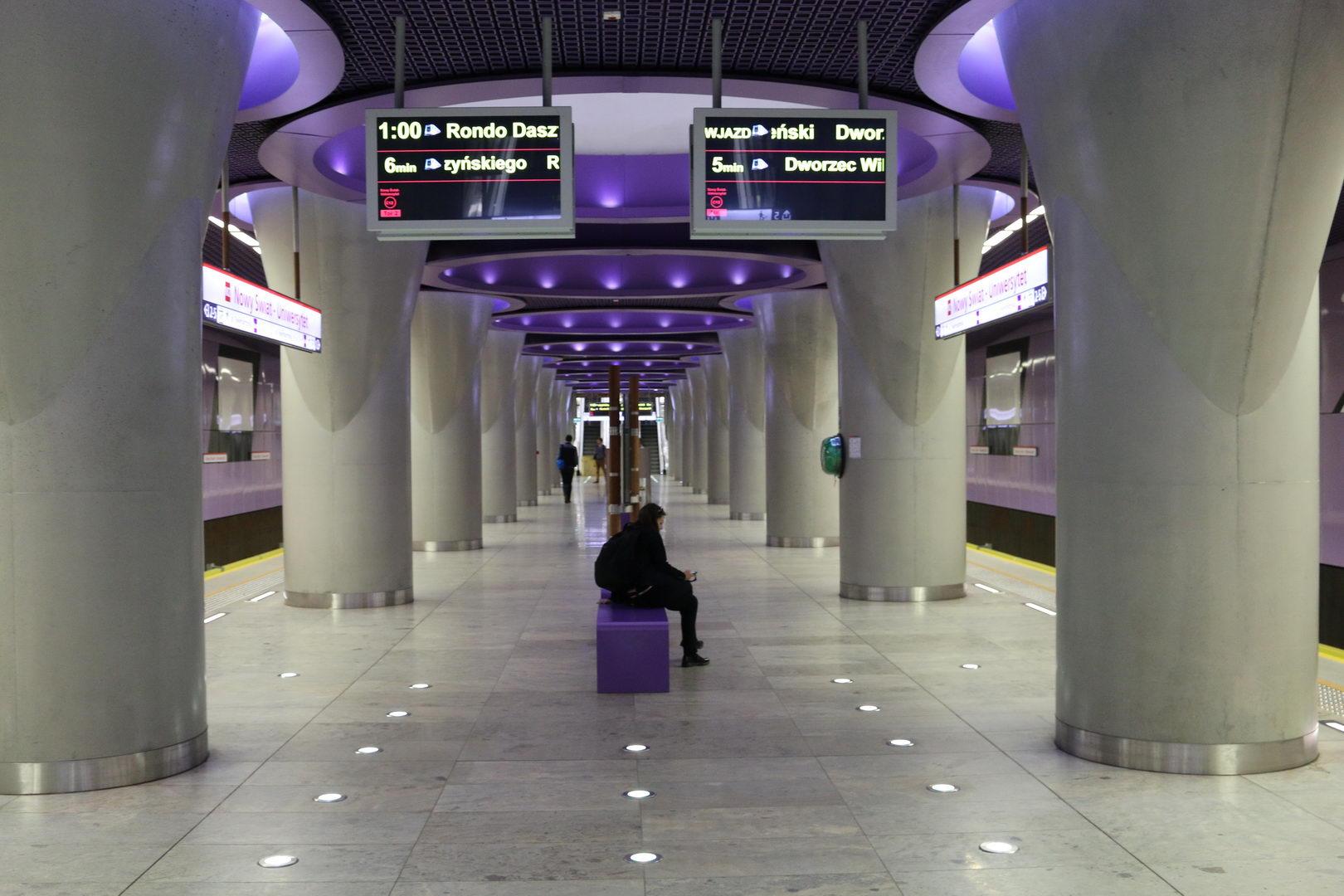 W Warszawie problemy komunikacyjne wynikają głównie z konieczności przekraczania linii Wisły, ze względu na bardzo nierównomierne rozłożenie miejsc pracy (fot.metro.waw.pl)