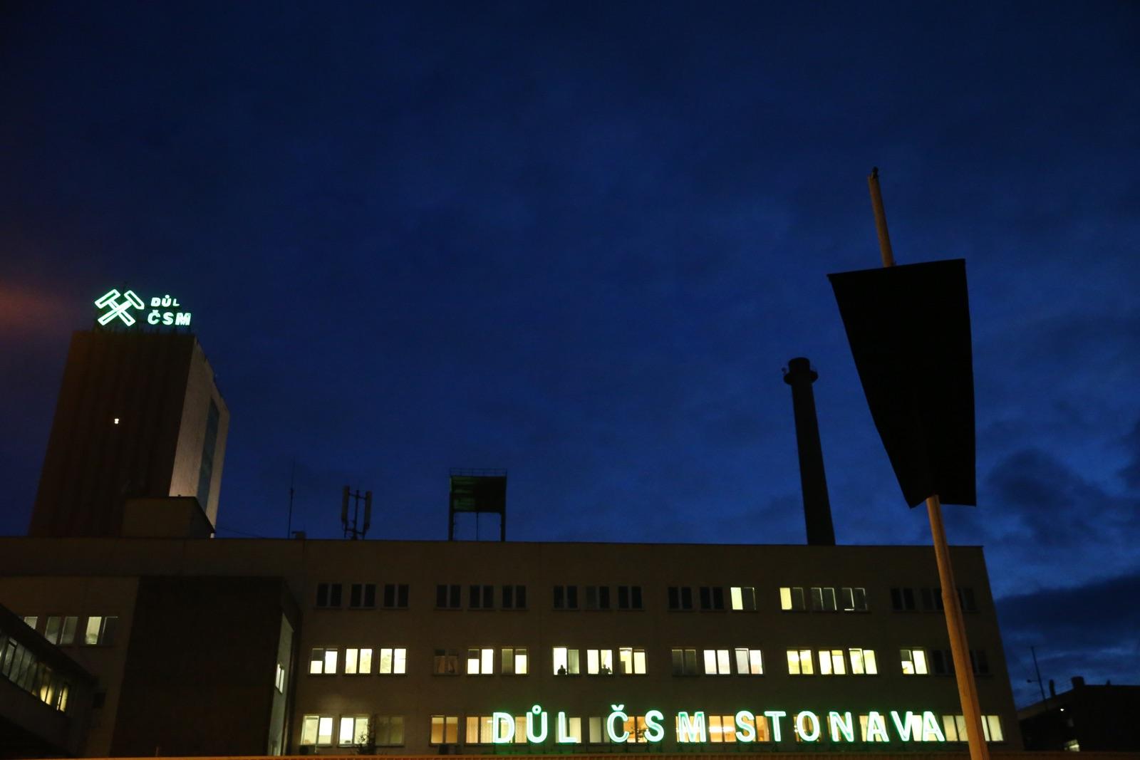 Kopalnia jest zamknięta. W Karwinie otworzone zostało centrum kryzysowe (fot. PAP/Andrzej Grygiel)