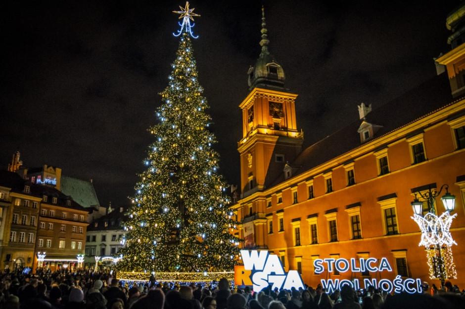 Polskie miasta wypiękniały. Zobacz świąteczne choinki