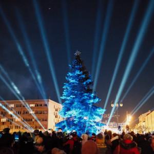 W Częstochowie przepiękną choinkę można podziwiać na placu Biegańskiego. fot. UM Częstochowa