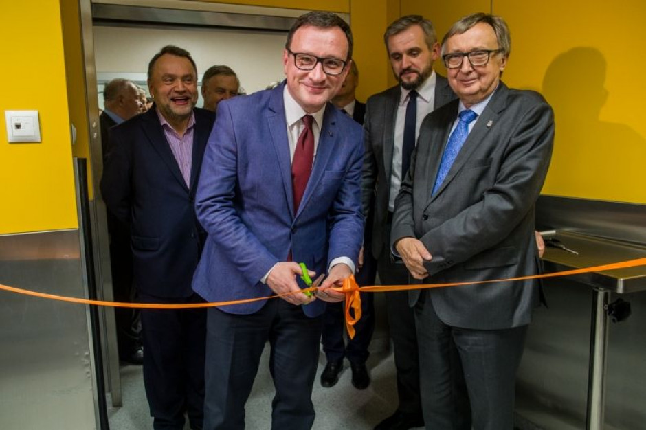 Kraków: nowy robot chirurgiczny za 10 mln zł jest już w Szpitalu Uniwersyteckim