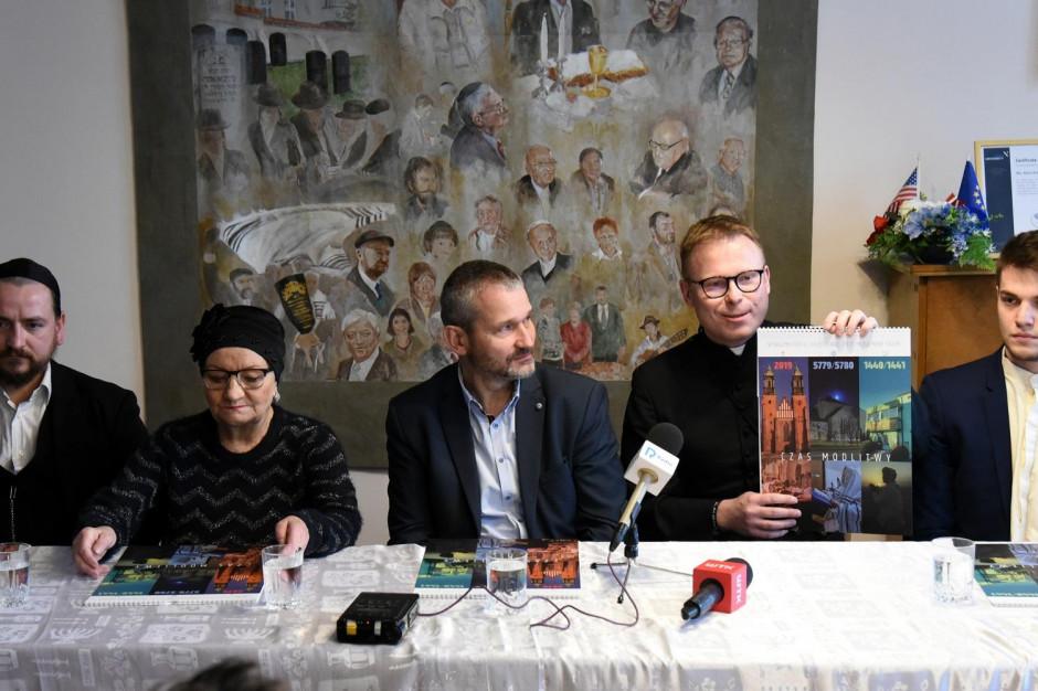 Kalendarz trzech religii trafi do poznańskich uczniów