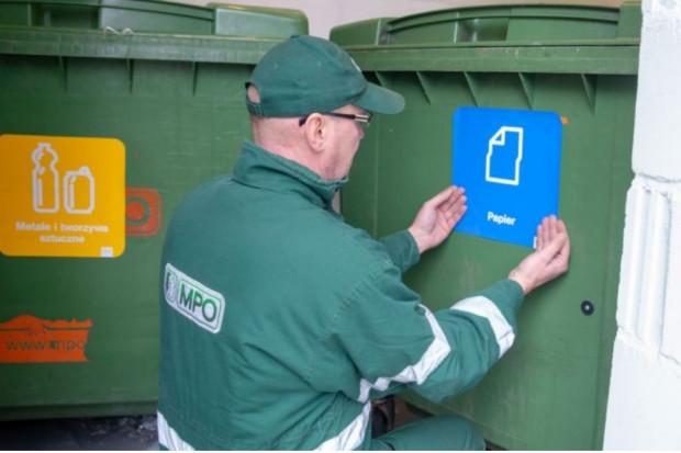 Operatorzy przygotowują pojemniki do zmienionych przepisów (fot.UM m.st. Warszawy)