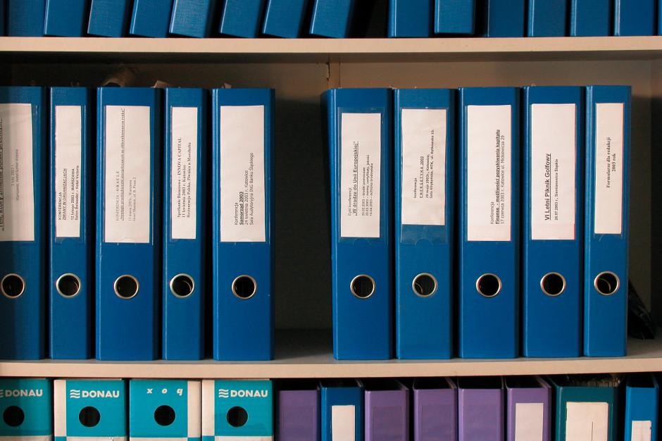 Nadużycia finansowych w DPS w Młodzieszynie. Oskarżonych 17 osób