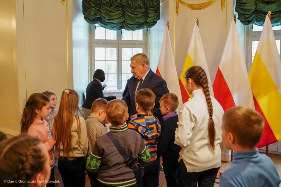 Polskie dzieci z Białorusi na świątecznym spotkaniu u prezydenta Białegostoku