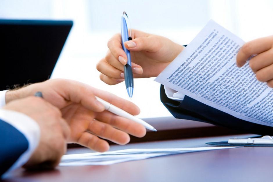 Dyrektorzy wydziałów wracają. Rozporządzenie w sprawie wynagradzania pracowników samorządowych