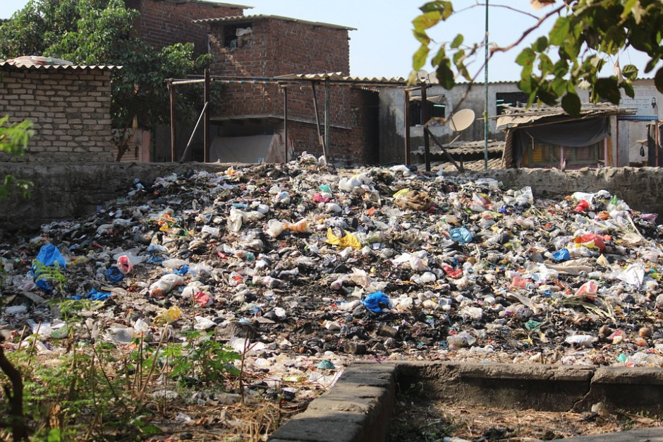 Mieszkaniec Torunia nielegalnie składował odpady. Odpowie przed sądem