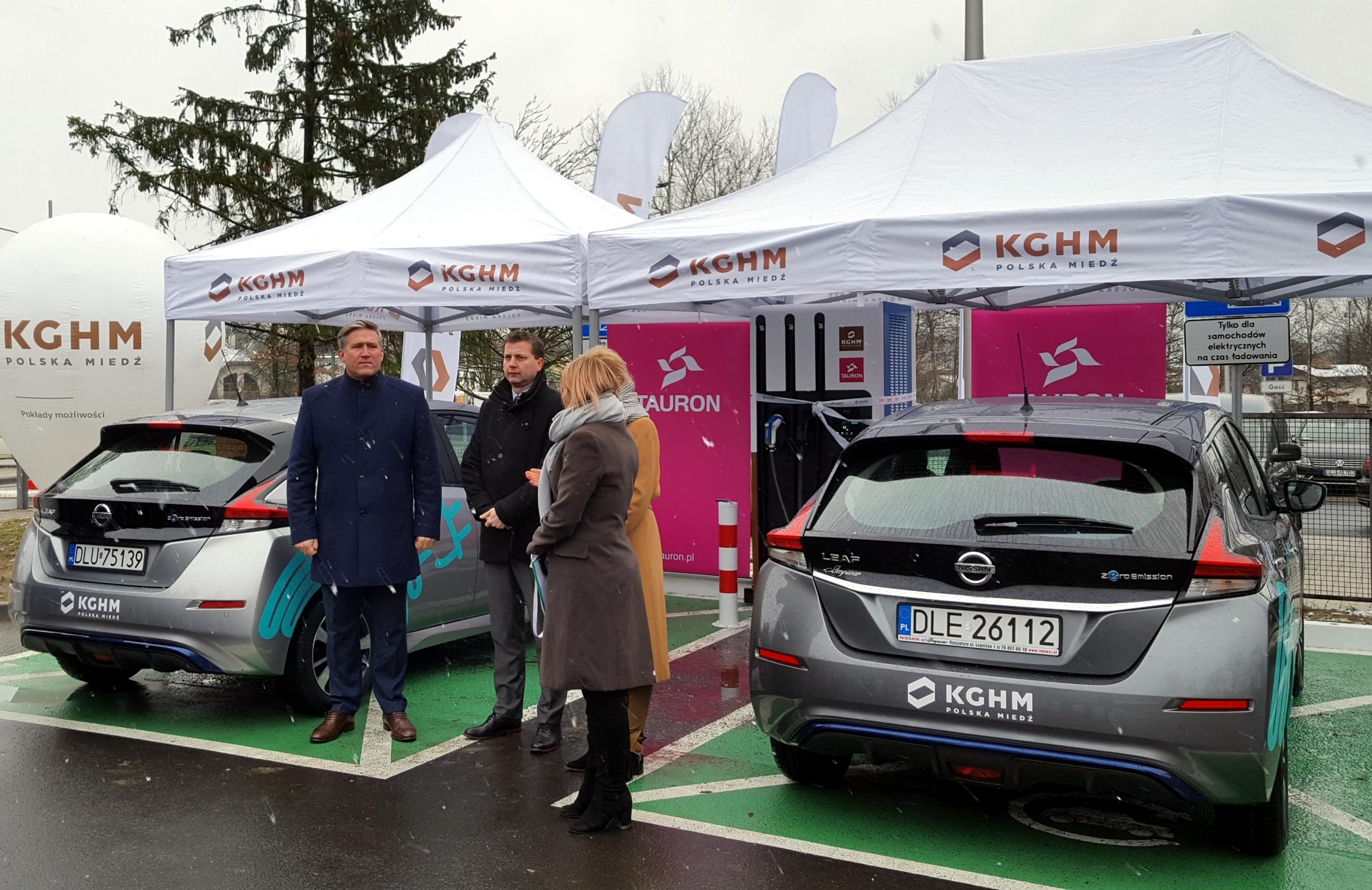 Firmy Tauron i KGHM Polska Miedź S.A uruchomiły w czwartek (10 stycznia) w Lubinie punkt ładowania samochodów elektrycznych (fot.kghm.com)