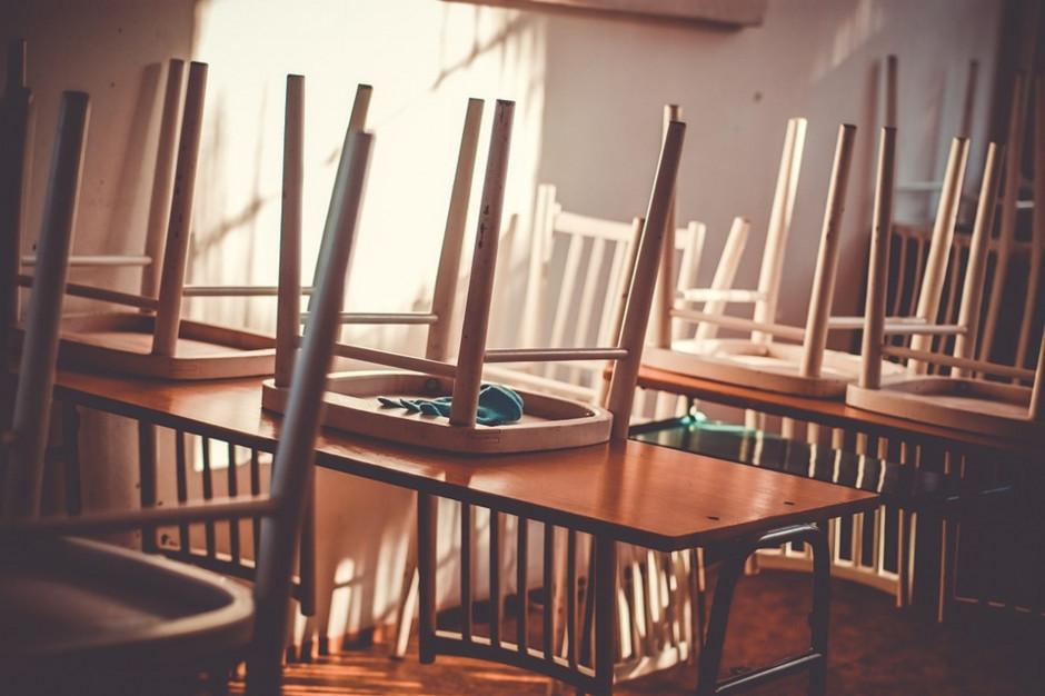 Świętokrzyskie:  Z powodu zwolnień lekarskich nauczycieli nie ma zajęć w trzech szkołach