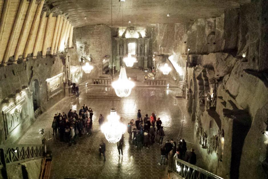Kopalnia Soli Wieliczka oblegana przez turystów z zagranicy