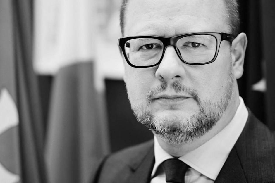 """""""Nie ma cię z nami na ulicach, a są tłumy ludzi"""". W Gdańsku wiec przed urzędem miasta"""
