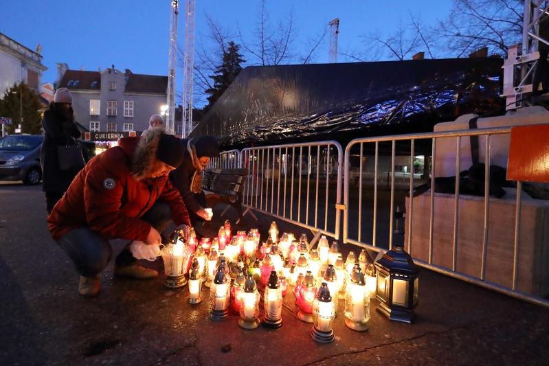 Znicze na Targu Węglowym (fot.Grzegorz Mehring/www.gdansk.pl)