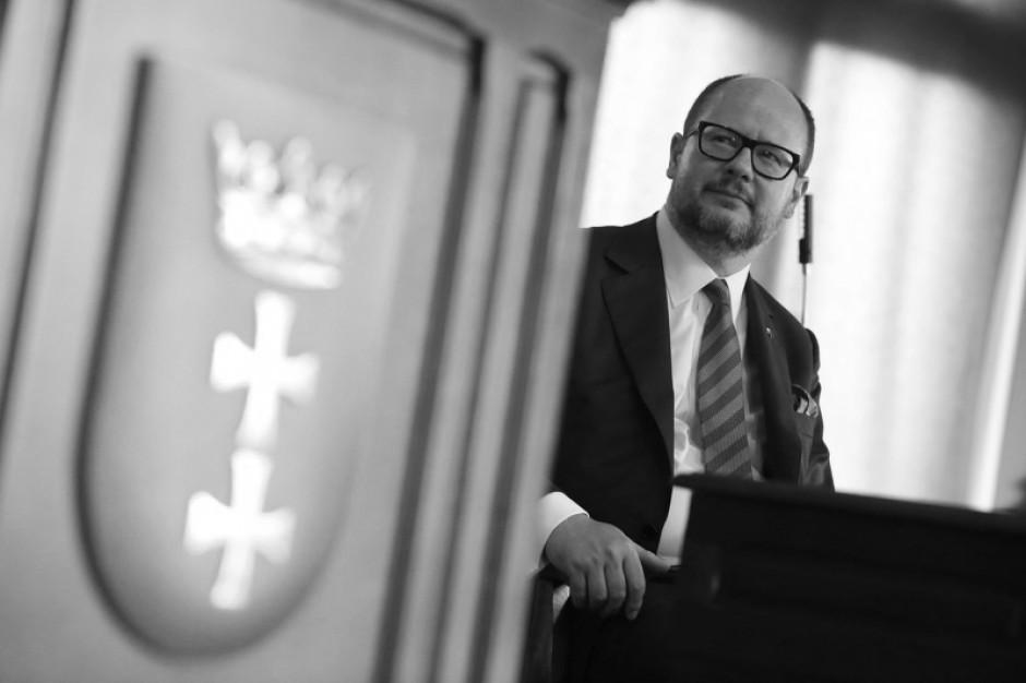 Gdańsk: Wystawiono księgę kondolencyjną ku pamięci Pawła Adamowicza