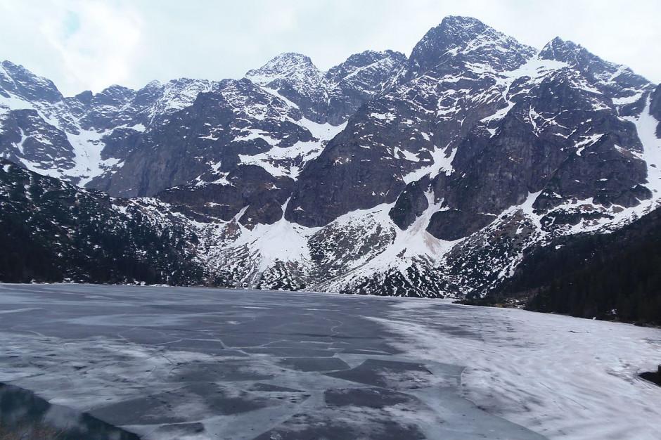 Tatry: Trudne warunki dla turystów. Zamknięto szlak do Morskiego Oka