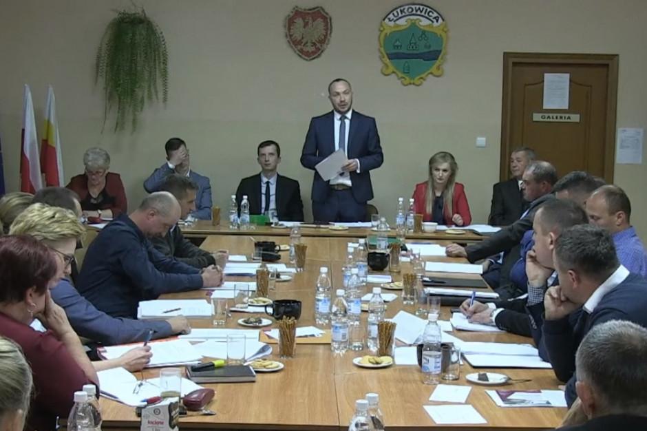 Mieszkańcy Łukowic niezadowoleni z decyzji rady. Chcą podwyższyć pensję wójta
