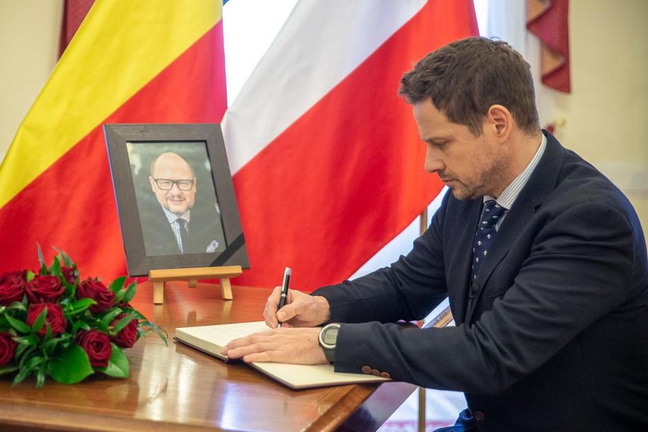 Paweł Adamowicz honorowym obywatelem Warszawy