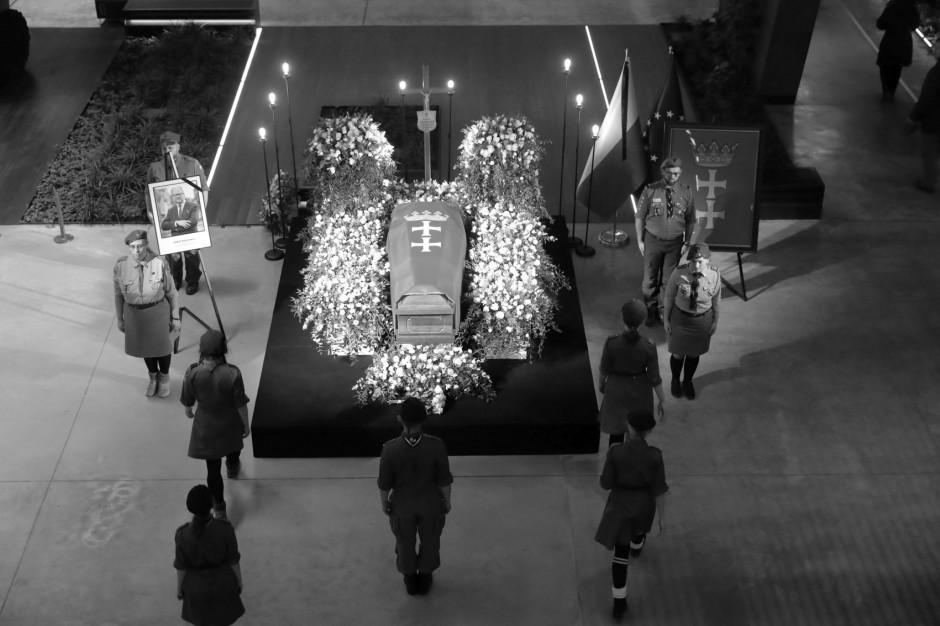 Pogrzeb Pawła Adamowicza: Trasa konduktu żałobnego wzdłuż ważnych miejsc dla prezydenta Gdańska