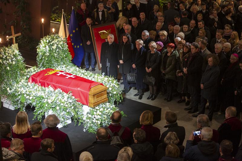 Gdańszczanie żegnają prezydenta Gdańska Pawła Adamowicza w ECS (fot.Jerzy Pinkas/gdansk.pl)