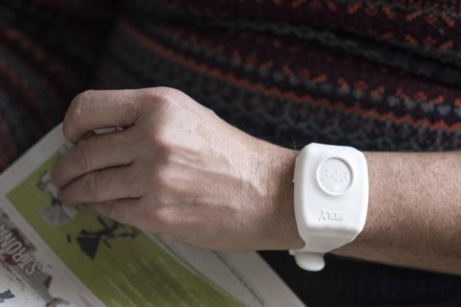 Seniorzy w Tychach otrzymają opaski monitorujące funkcje życiowe