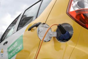 Wizja miliona samochodów elektrycznych w Polsce odjeżdża coraz dalej