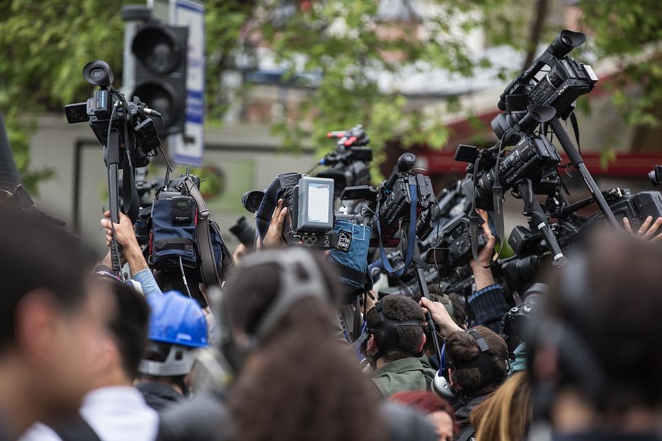 """Prezydenci miast wnieśli o zbadanie, czy działania podejmowane wobec Pawła Adamowicza min. przez TVP """"mieściły się w granicach uczciwości, rzetelności oraz staranności wymaganych i określonych w zasadach etyki zawodowej dziennikarza"""". (Fot. Pixabay)"""