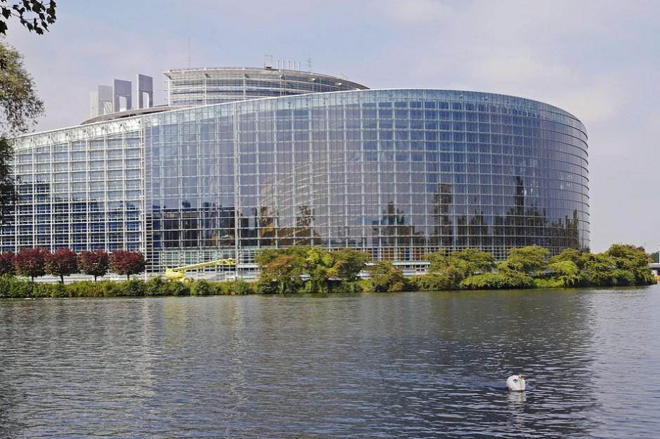 Rodzina Adamowicza w PE, gdzie po południu debata o klimacie nienawiści