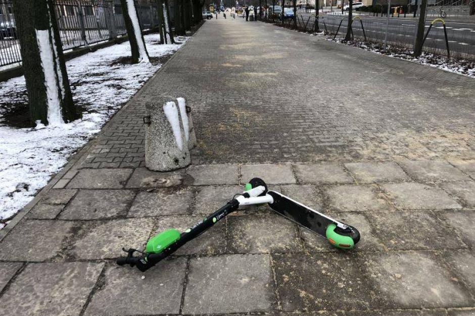 Miejskie hulajnogi zagrożeniem dla niewidomych. Brakuje przepisów dla tych pojazdów