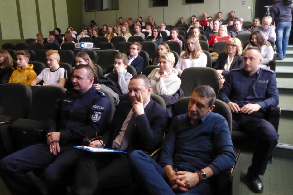 Koszalin: Policja przeprowadziła lekcje tolerancji w szkołach podstawowych