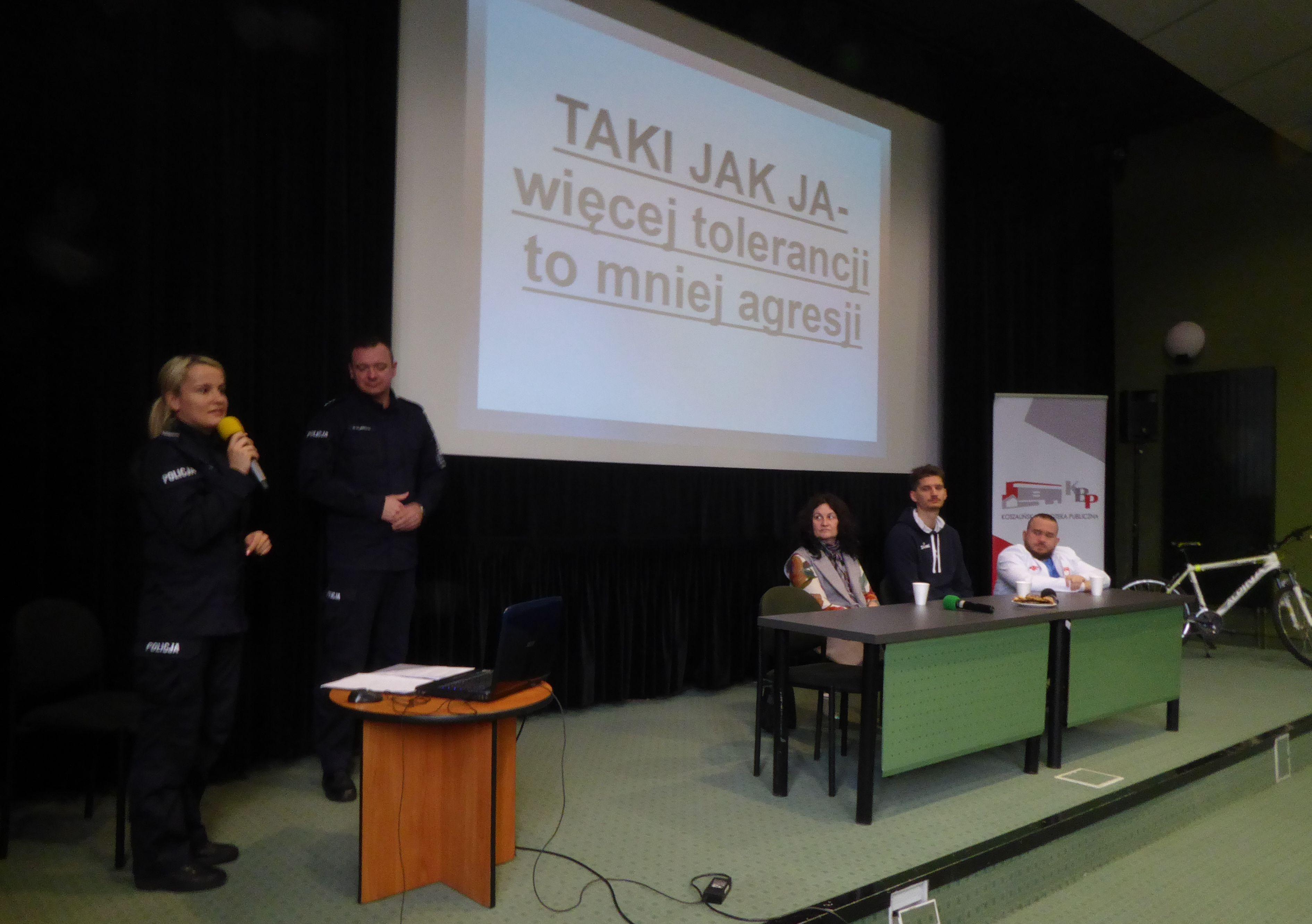 """Program """"TAKI JAK JA- więcej tolerancji to mniej agresji"""" jest kampanią profilaktyczną mająca na celu ograniczenie zachowań agresywnych spowodowanych brakiem tolerancji (fot.koszalin.policja.gov.pl)"""