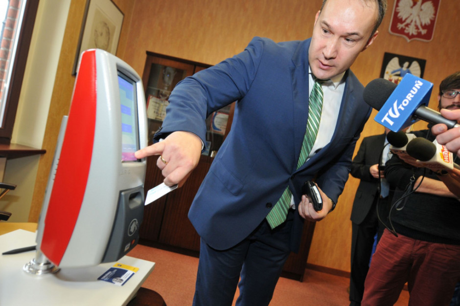 Toruń przetestuje bilet elektroniczny. W pilotażu weźmie udział 700 mieszkańców