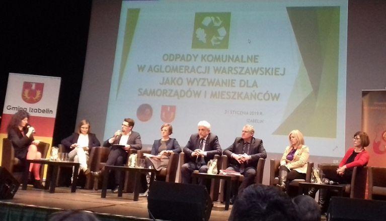 I konferencji Aglomeracji Warszawskiej na temat gospodarki odpadami (fot.pruszkow.pl)