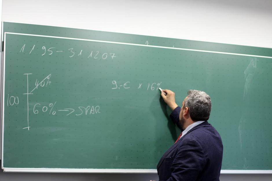 Uchybienie godności zawodu przez nauczycieli. Postępowania dyscyplinarne budzą wątpliwości
