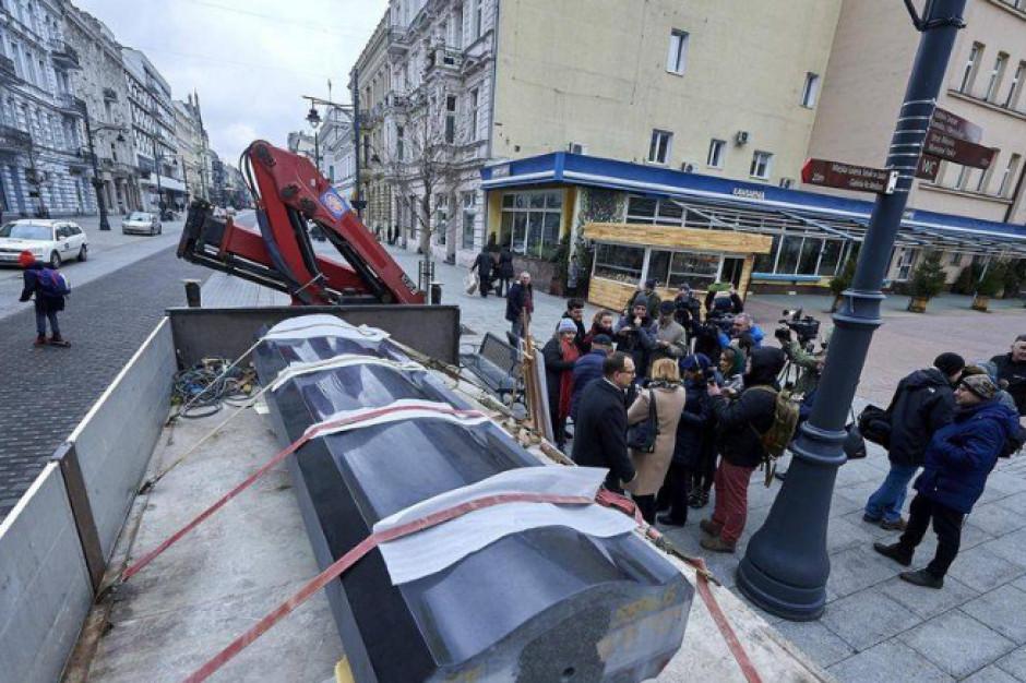 Główna część nowego pomnika dotarła do Łodzi. Odsłonięcie monumentu na 100-lecie Bitwy Warszawskiej
