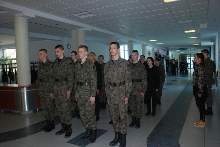 Szef MON powołał wojskowe liceum informatyczne