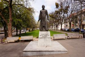 """""""Przewróciło się, niech leży"""": Demonstracja pod pomnikiem Jankowskiego"""