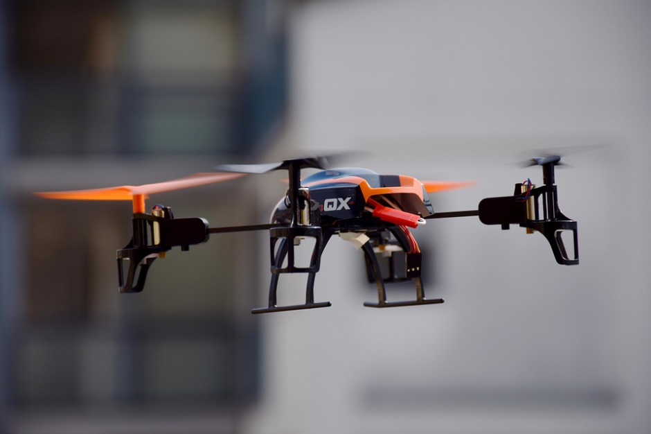 Zanieczyszczenia powietrza pomagają namierzać drony (fot. pixabay.com)