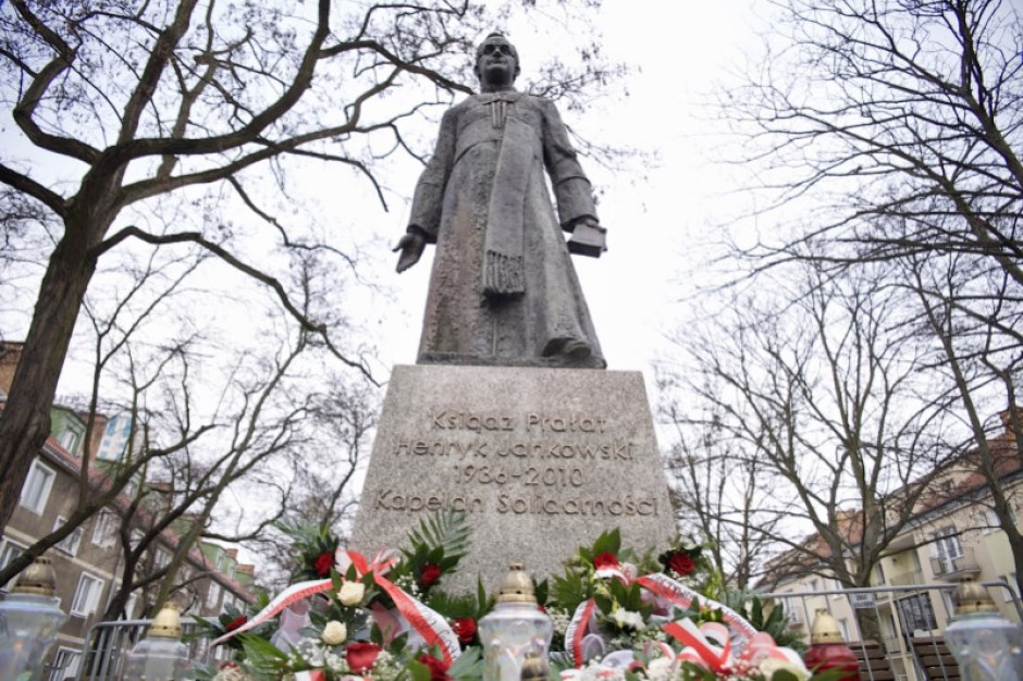 Władze Gdańska: ponowny montaż pomnika ks. Jankowskiego niezgodny z prawem