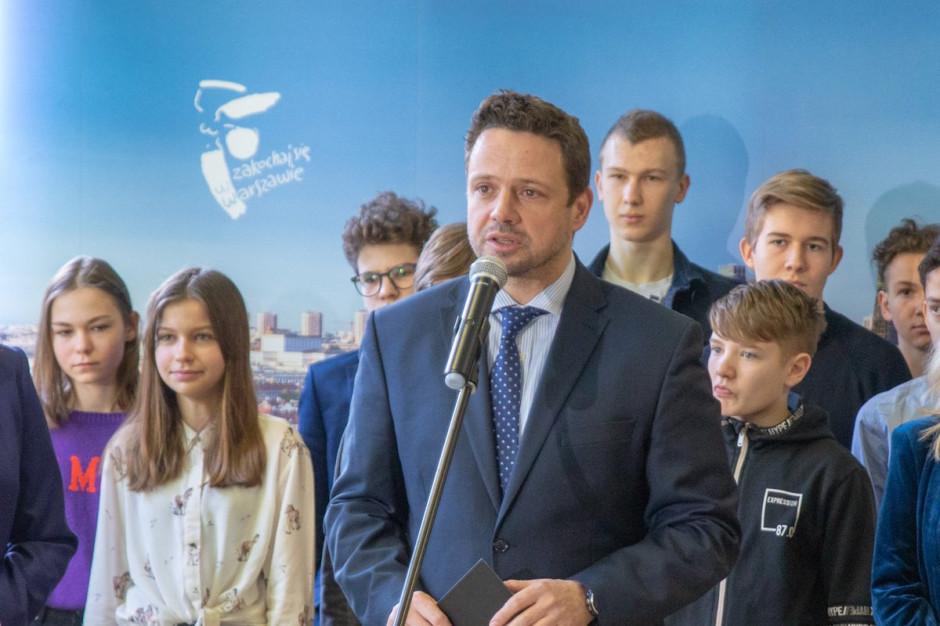Warszawa: Stypendium dla każdego ucznia, nowe szkoły i podwyżki dla nauczycieli